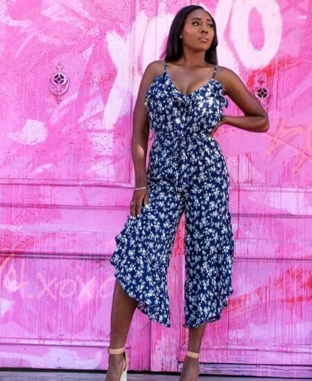 Kiniboutique    Wavy Blue Floral Print Wide-Leg Jumpsuit Size $42