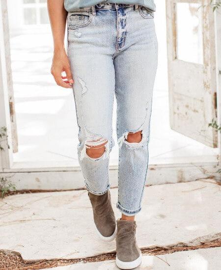 Chloe vs Tank Boutique    Georgia High Waist Jeans $53.00