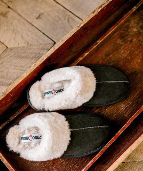 Broker Leather || Minnetonka Chesney Slide $39.95